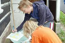 Děti z KOB Kladno se orientačním během baví.