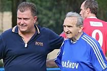 Josef Kreisinger s trenérem A týmu Jaroslavem Želinou při letních oslavách 90 let Sokola Braškov
