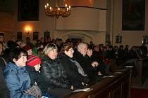 Vánočního koncertu v Lánech se zúčastnil i Zeman.