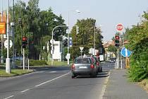 I přes kompletní uzavírku Unhošťské ulice semafory na pražské křižovatce stále fungují.