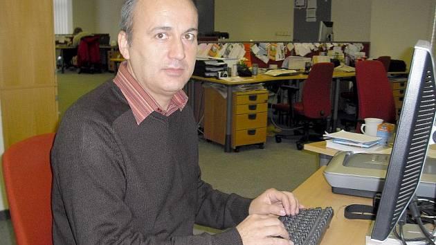 Léčitel Luděk Klemens odpovídá na dotazy v on-line rozhovoru Kladenského deníku.
