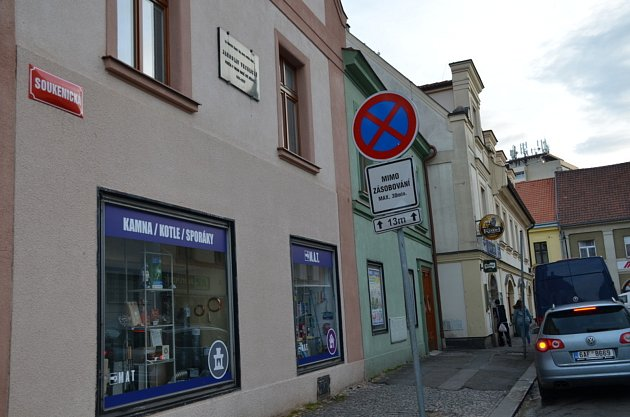 1. zastavení – Soukenická ulice č.p. 96.Vtomto domě żil Jaroslav Vrchlický.