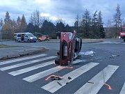 Sobotní nehoda tří aut v Kladně v ulici Dukelských hrdinů.
