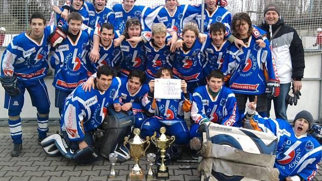 Vítězné družstvo KEB Kladno.