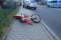 Motorkář, který havaroval ve Družci, byl těžce zraněn