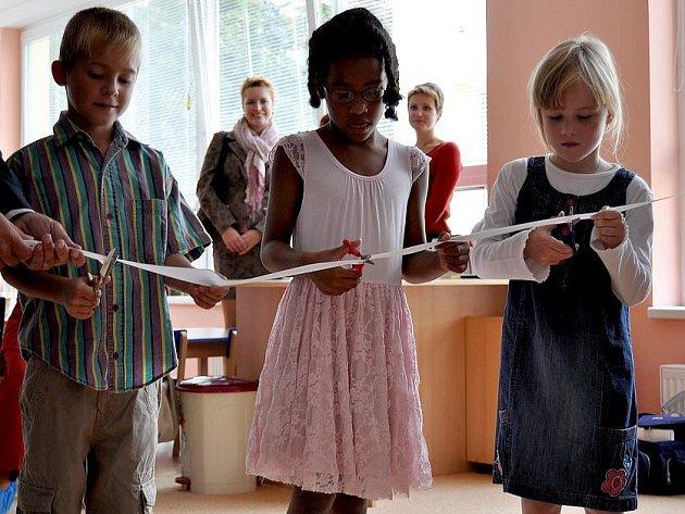 Mateřská škola v Unhošti se rozrostla o jednu novou třídu. Celý objekt byl také zateplen, dostal novou fasádu a střechu. Chlubit se může i novým dětským a dokonce i dopravním hřištěm.