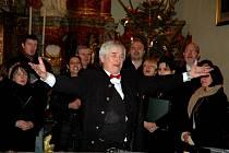 Na svátek Štěpána se konal v kostele Nejsvětějšího jména Ježíš v Lánech vánoční koncert pěveckého sboru CHORUS LANEUM pod vedením sbormistra Vladimíra Doležala