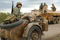 Poslední den války v Brandýsku předvedli v pátek Na Rovinách členové klubů válečné historie.