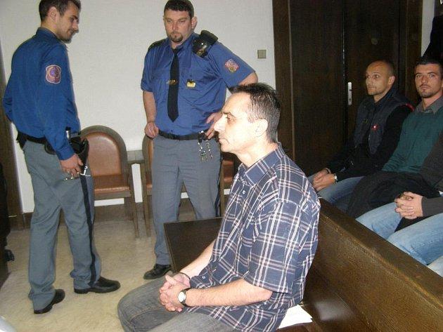 Fotbalový trenér Martin Hřídel na lavici obžalovaných.