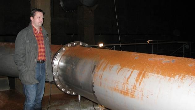 V jedné nádrži bývá 20 milionů litrů vody.