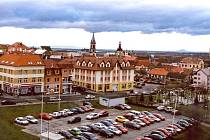 Parkoviště  v lokalitě  za  parkem Trilobit a Na Hlíně jsou z mála zatím nezpoplatněných v centru města.