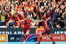 Švýcarka Wikiová se raduje, právě poslala svůj tým do finále MS. Češky padly v prodloužení 6:7.