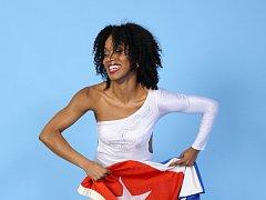 Světoznámá kubánská tanečnice Doris Martinez a její taneční škola La Clave de Osha za doprovodu DJe Erica Walkera se představí v sobotu 1. dubna v kladenském Kině Sokol. Foto: archiv pořadatelů