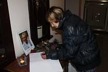 Projevit soustrast mohli lidí ve čtvrtek v kondolenční knize v Městském divadle ve Slaném.