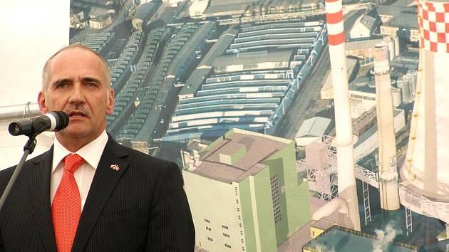 Slavnostního zahájení stavby se zúčastnil i švýcarský velvyslanec v České republice André Regli.