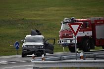 Při nehodě nedaleko Hobšovic a Luníkova v sobotu 23. října 2021 se tři lidé zranili, jednoho muže transportoval do nemocnice vrtulník.