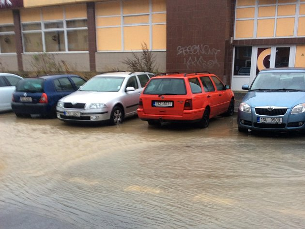 ROZLITÁ VODA v Dánské ulici.