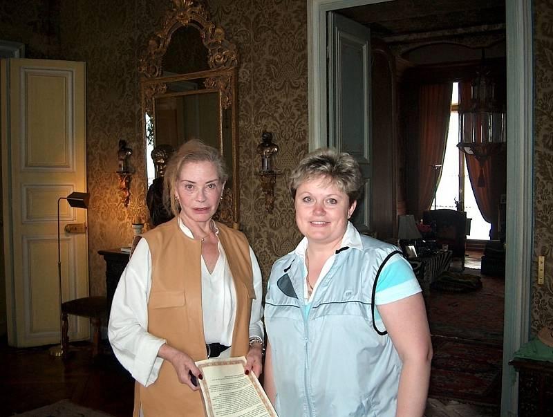 Alena Podolská na návštěvě u slavné francouzské herečky Micheline Presle.
