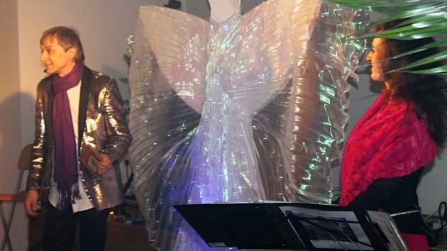 Richard Pachman a Dita Hořínková přinesli do Slaného kouzlo Vánoc.