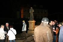 Socha svatého Antonína Paduánského je nyní ve Slaném dominantou barbakánu někdejší Pražské brány. Tento historizující prvek byl  představen při slavnostním nasvícení sochy při definitivním ukončení rekosntrukce Vinařického ulice ve Slaném 2. prosince 2011