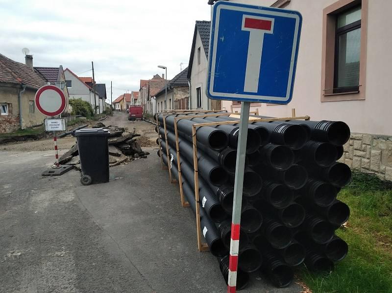 V Dolíně končí středověk, místní se dočkají nové silnice.