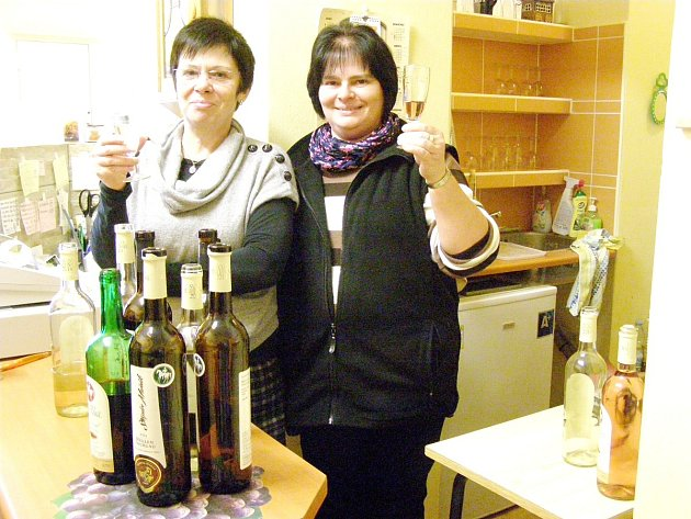 Otevírání svatomartinského vína.
