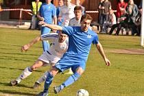 Vinařice (v modrém) porazily doma Slaný B na penalty.