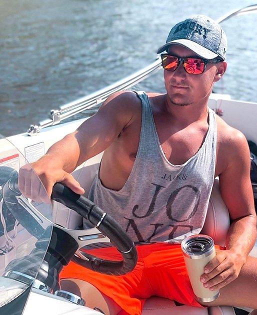 Robin Havlíček jako plavčík Pobřežní hlídky USA