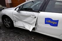Snažil se ujet před hlídkou a naboural zaparkované vozidlo.
