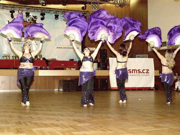 TANEČNICE Z LAVANTY si na mistrovství připravili choreografii Violet dream ve stylu fantasy orientu, s hedvábnými vějíři, který měl porotu i diváky uchvátit. Uskupení bylo oceněno třetím místem a v listopadu by mělo bojovat v ruském Kaliningradu.