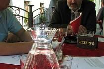 Kohoutkovou vodu zadarmo v luxusní karafě můžete žádat již v Kladně nebo Unhošti.