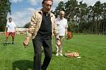 Karel Gott zavítal v létě roku 2008 do Zichovce, kde slavnostně zahajoval exhibiční fotbalový zápas. V něm se utkala pražská Amfora, jejíž mužstvo bylo složeno z řady známých osobností, proti zichovecké staré gardě.
