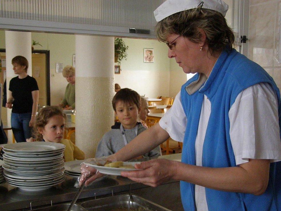 Ve školní jídelně v ulici C. Boudy v Kladně denně vydají kolem 850 obědů.