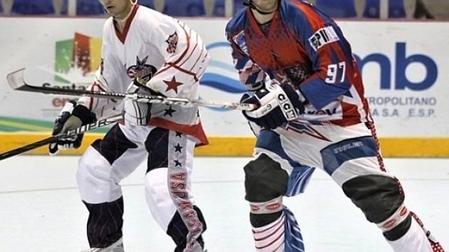 Vladimír Kameš ml. (vpravo) na MS v Kolumbiii v duelu s USA