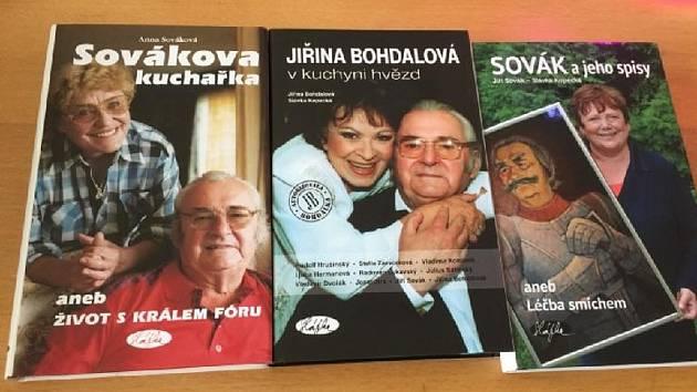 Nakladatelka Slávka Kopecká obdarovala sousedy v Lidicích knihami pro lepší náladu