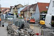 Oprava Doberské ulice v Kladně pokračuje.