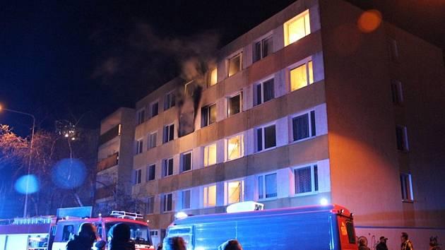 Požár v paneláku v ulici U Hvězdy v Kladně
