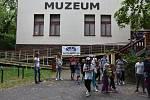Kempování v muzeu.