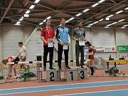 Mladí atleti AC Tepo na mítinku v Chemnitzu. Trojskokan Vojtěch Novák (vpravo) byl třetí v os. rekordu 13,99 m.
