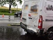 Nehoda dodávky a octavie u Lidic ve čtvrtek odpoledne