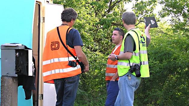 Drážní inspekce po nehodě kontrolovala železniční vybavení.