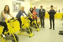 STUDENTI MOHOU VYUŽÍVAT stejné stroje, které mají v moderních fitness centrech.