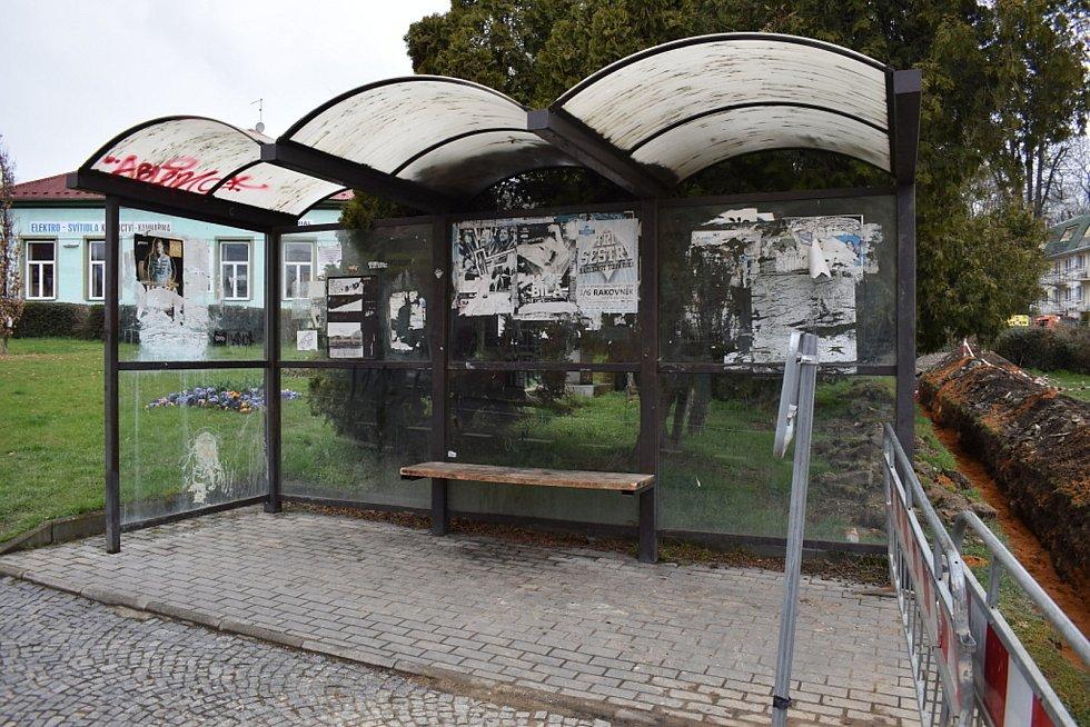 Zastávka ve Třebízského ulici pod restaurací Na Střelnici.