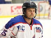 Hvězda Kladno (v bílém) - Černošice B 6:7 pp. Jan Stach, táta skvělého hokejisty Plzně Davida.