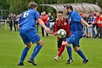 Derby I. B třídy Švermov (v červeno-černém) - Velké Přítočno vyhráli domácí 4:1.
