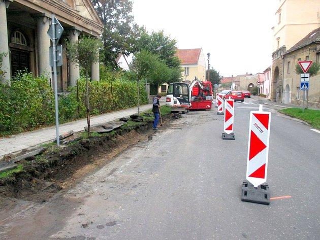 OBYVATELÉ VELVAR se již brzy dočkají nových přechodů pro chodce u Pražské brány.