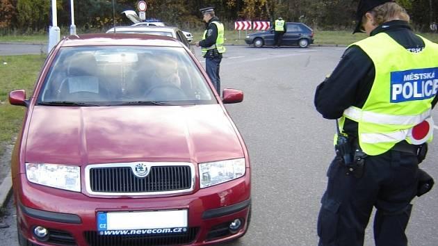 Řidiči, kteří mají na svém voze známku Městské policie Kladno, musejí počítat s tím, že budou častěji kontrolováni.