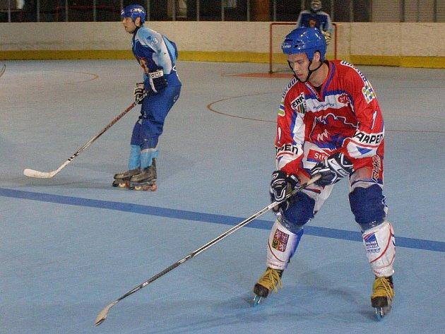 Útočník Rudovský hrával v Kladně hokej, teď ale válí v řadách Medvědů a svou bojovností přispěl k obratu duelu.