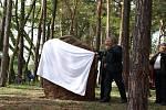 V rámci oslav padesátého výročí založení Myslivecké chaty v Libovici byl odhalen také Svatohubertský kámen.