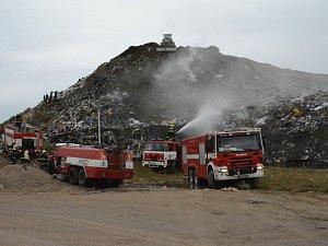 Požár skládky komunálního odpadu u obce Uhy